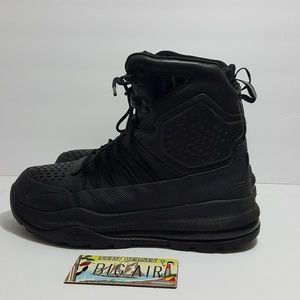 Nike ACG Superdome boots size 8.5
